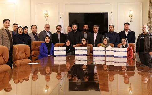 جوایز برگزیدگان هکاتون بازیهای جدی 1398 تهران، در سازمان منطقه آزاد کیش اهدا شد