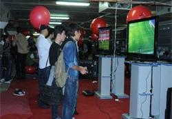 استقبال خانواده ها از بخش های مختلف نمایشگاه بازیهای رایانهای تهران