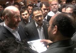 بازدید  وزیر ارشاد و شهردار تهران از غرفه بنیاد ملی بازیهای رایانهای