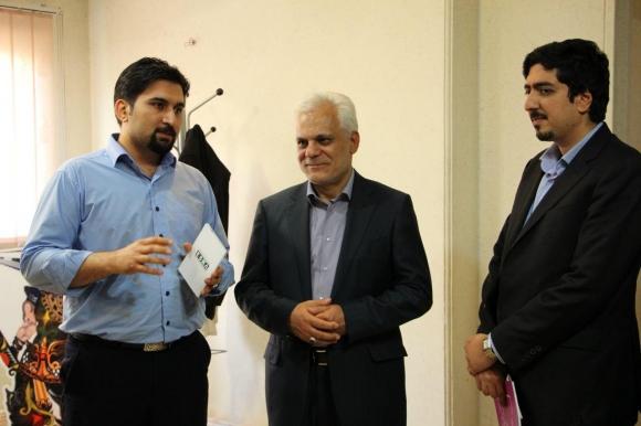 مخاطب داخلی را به سمت بازیهای ایرانی هدایت کنیم